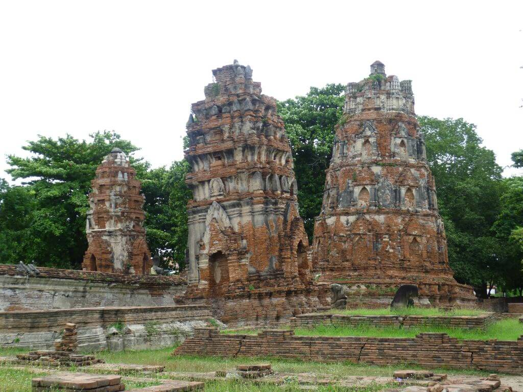 Der schiefe Turm von Ayutthaya. Historische Tempel in Ayutthaya, Thailand