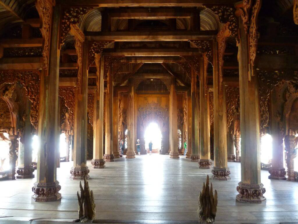 Im Inneren des Tempels Sanctuary of Truth (Wang Boran), Thailand.