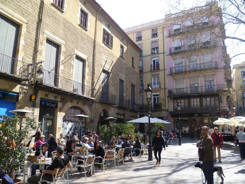 Straßencafe. Wochenendtrip zu Gaudi nach Barcelona, Spanien.