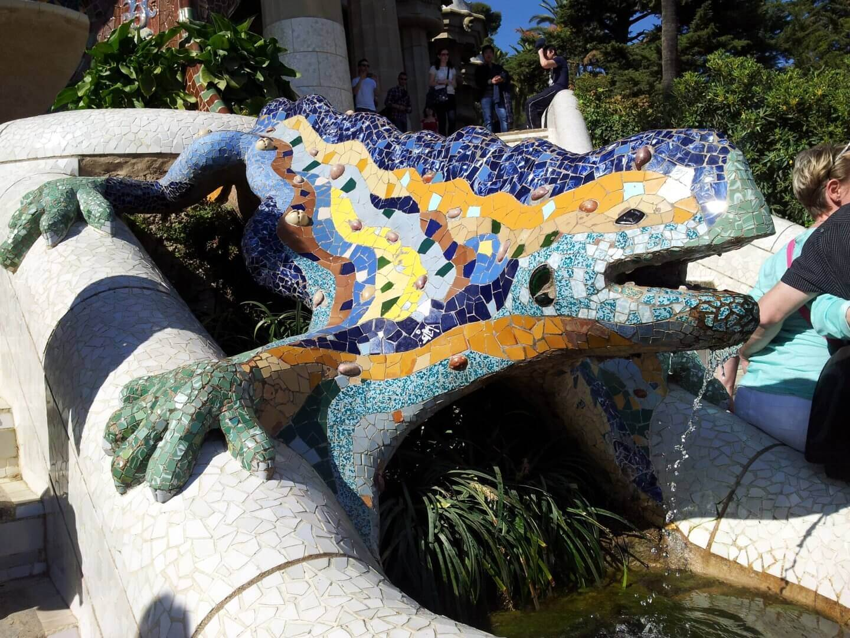 Gaudi Salamander im Park Güell. Wochenendtrip zu Gaudi nach Barcelona, Spanien.