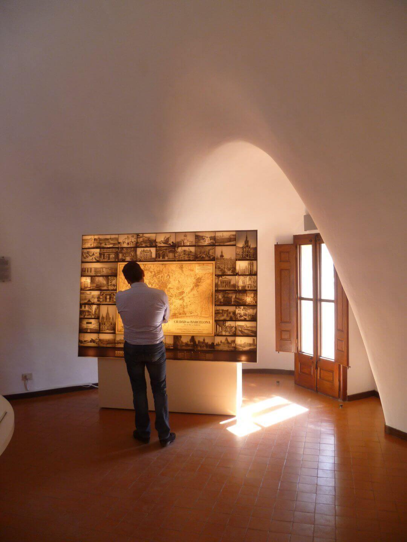 Im Inneren eines Gaudi Hauses. Wochenendtrip zu Gaudi nach Barcelona, Spanien.