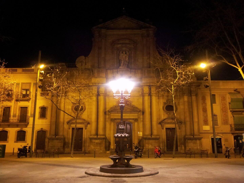 Der Placa Reial bei Nacht. Wochenendtrip zu Gaudi nach Barcelona, Spanien.
