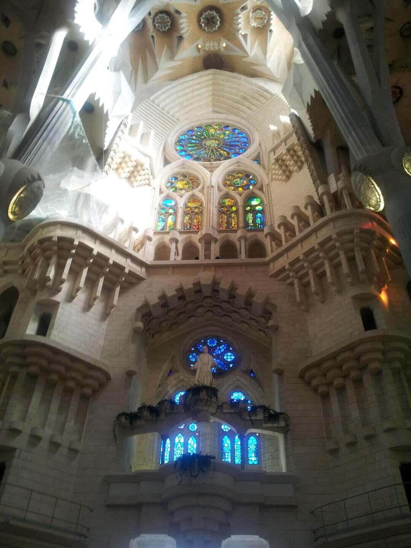 Im Inneren der Sagrada Familia. Wochenendtrip zu Gaudi nach Barcelona, Spanien.