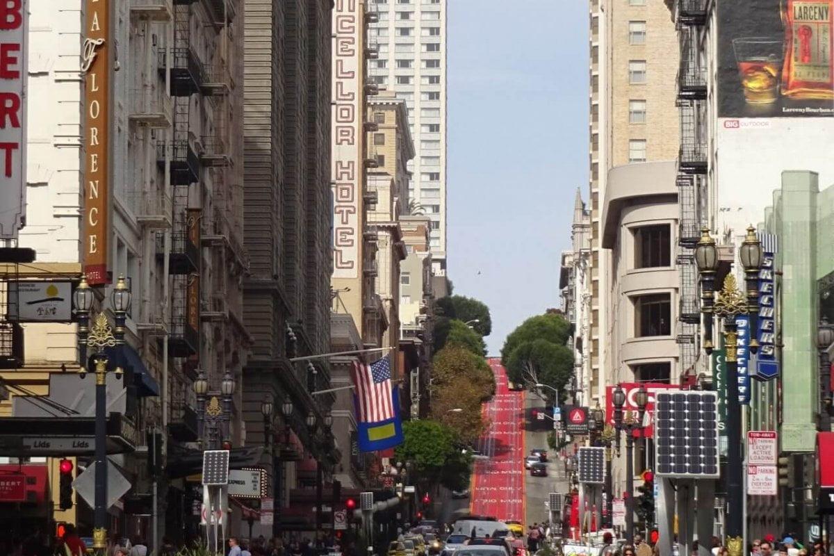 Einkaufsstraße mit cable car. Bilder und Eindrücke aus San Francisco, California, United States.