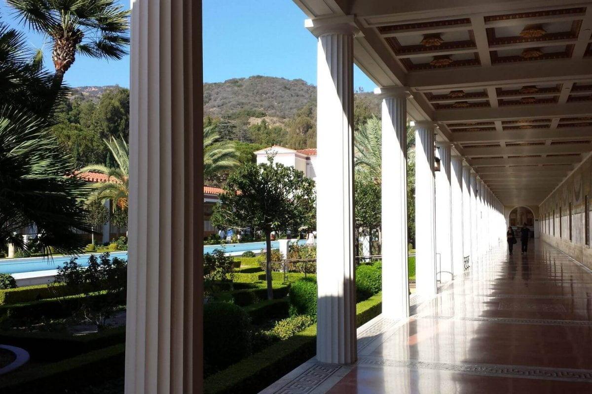 Säulengang in der Getty Villa. Bilder und Eindrücke aus Los Angeles und Hollywood, Kalifornien, USA.