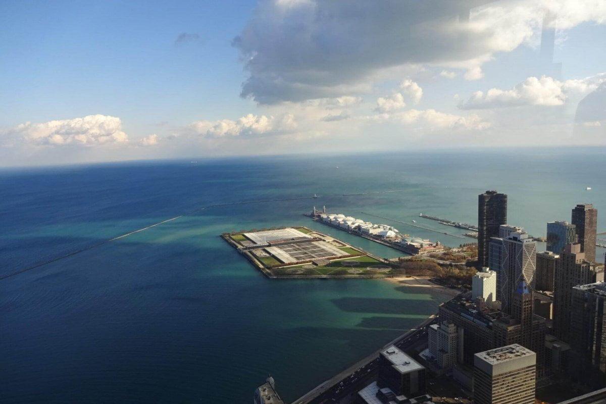 Ausblick auf den Michigansee vom observatory im 94. Stockwerk des John Hancock Center. Bilder und Eindrücke aus Chicago, Illinois, United States.