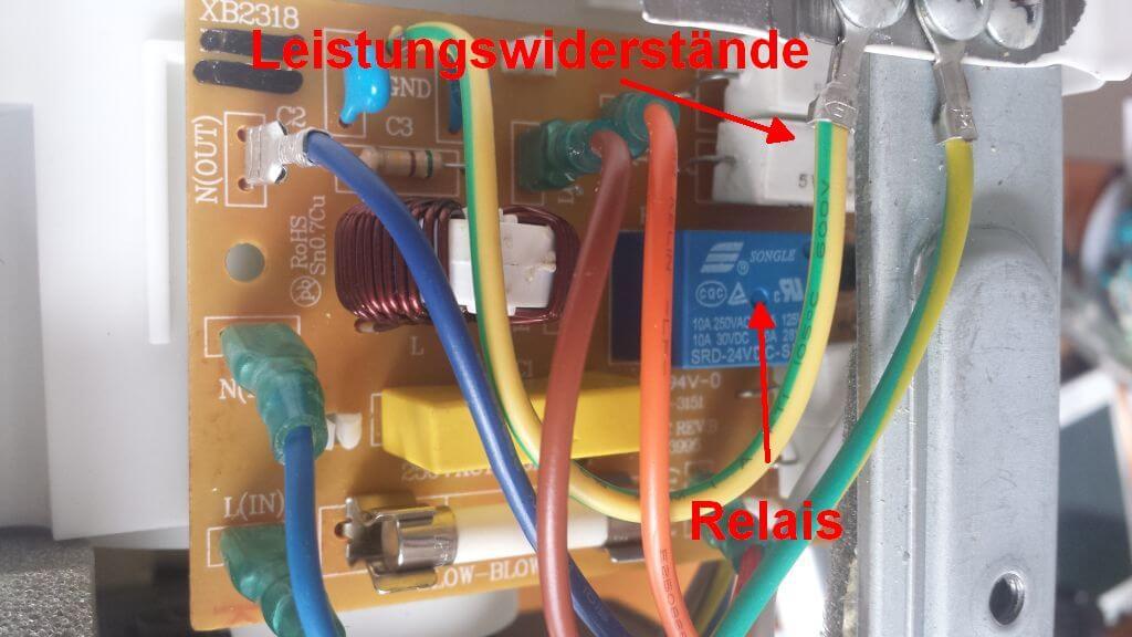 Relais und Leistungswiderstände. Die Mikrowelle gibt Rauchzeichen und wärmt nichts mehr auf - eine Reperaturanleitung.