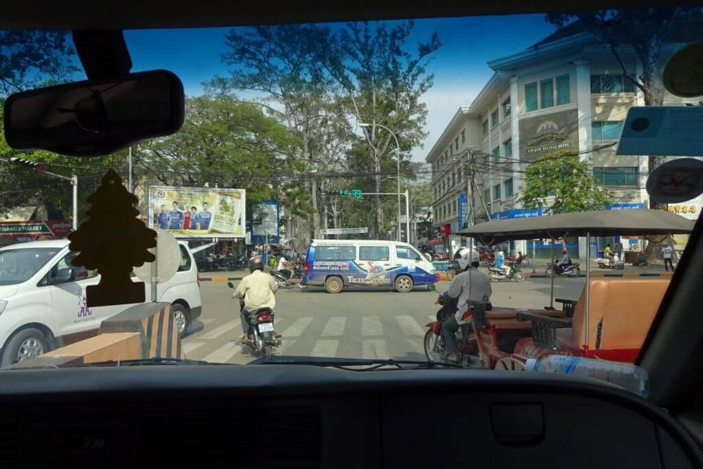 Chaotischer Straßenverkehr. Bilder und Eindrücke aus Kambodscha - Cambodia, Siem Reap, Angkor Wat, Sihanoukville und Phnom Penh.