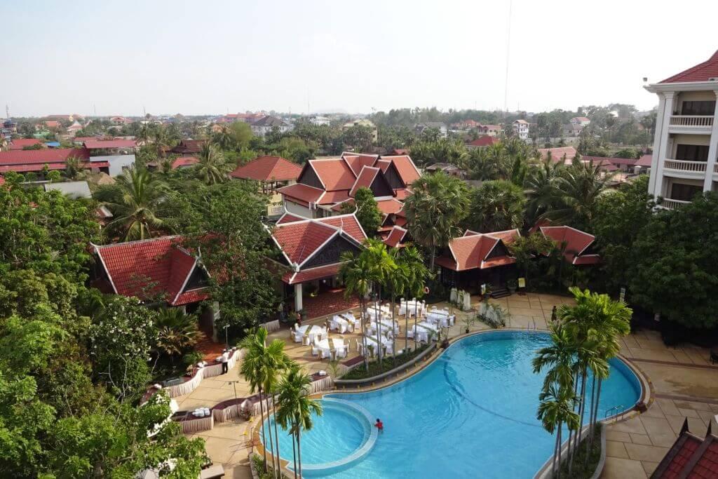 Pool im Borei Angkor Resort und Spa. Bilder und Eindrücke aus Kambodscha - Cambodia, Siem Reap, Angkor Wat, Sihanoukville und Phnom Penh.