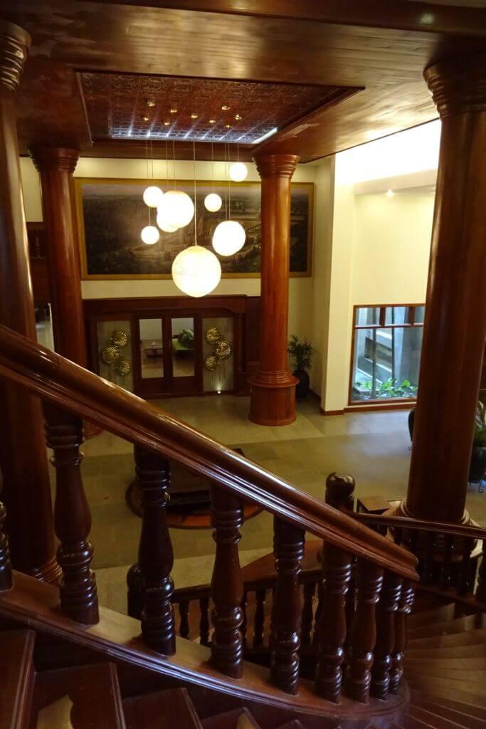 Treppenhaus im  Borei Angkor Resort und Spa. Bilder und Eindrücke aus Kambodscha - Cambodia, Siem Reap, Angkor Wat, Sihanoukville und Phnom Penh.