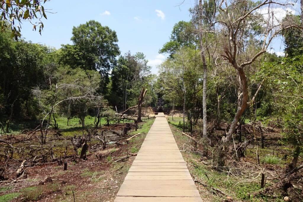 Neak Pean Holzbohlenweg. Bilder und Eindrücke aus Kambodscha - Cambodia, Siem Reap, Angkor Wat, Sihanoukville und Phnom Penh.