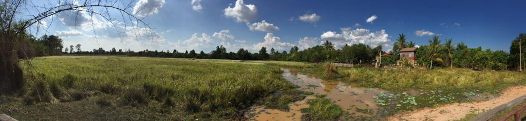 Banteay Srei Landschafts-Panorama. Bilder und Eindrücke aus Kambodscha - Cambodia, Siem Reap, Angkor Wat, Sihanoukville und Phnom Penh.