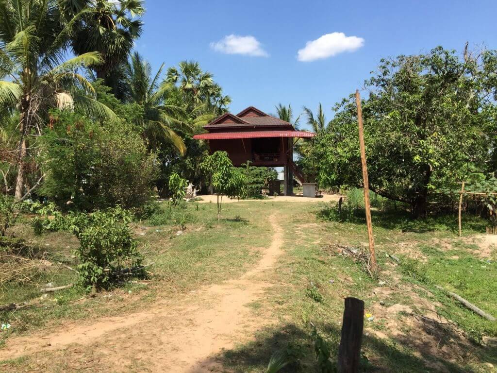 Neues Wohnhaus auf Stelzen. Bilder und Eindrücke aus Kambodscha - Cambodia, Siem Reap, Angkor Wat, Sihanoukville und Phnom Penh.
