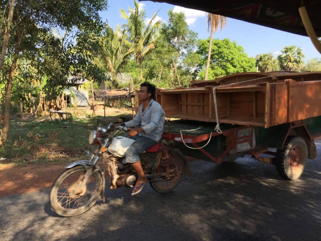 Schrankwand auf Motorrad. Transportmittel. Bilder und Eindrücke aus Kambodscha - Cambodia, Siem Reap, Angkor Wat, Sihanoukville und Phnom Penh.