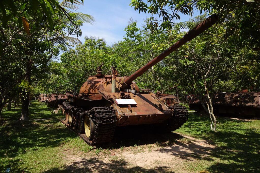 Panzer im Kriegsmuseum. Bilder und Eindrücke aus Kambodscha - Cambodia, Siem Reap, Angkor Wat, Sihanoukville und Phnom Penh.