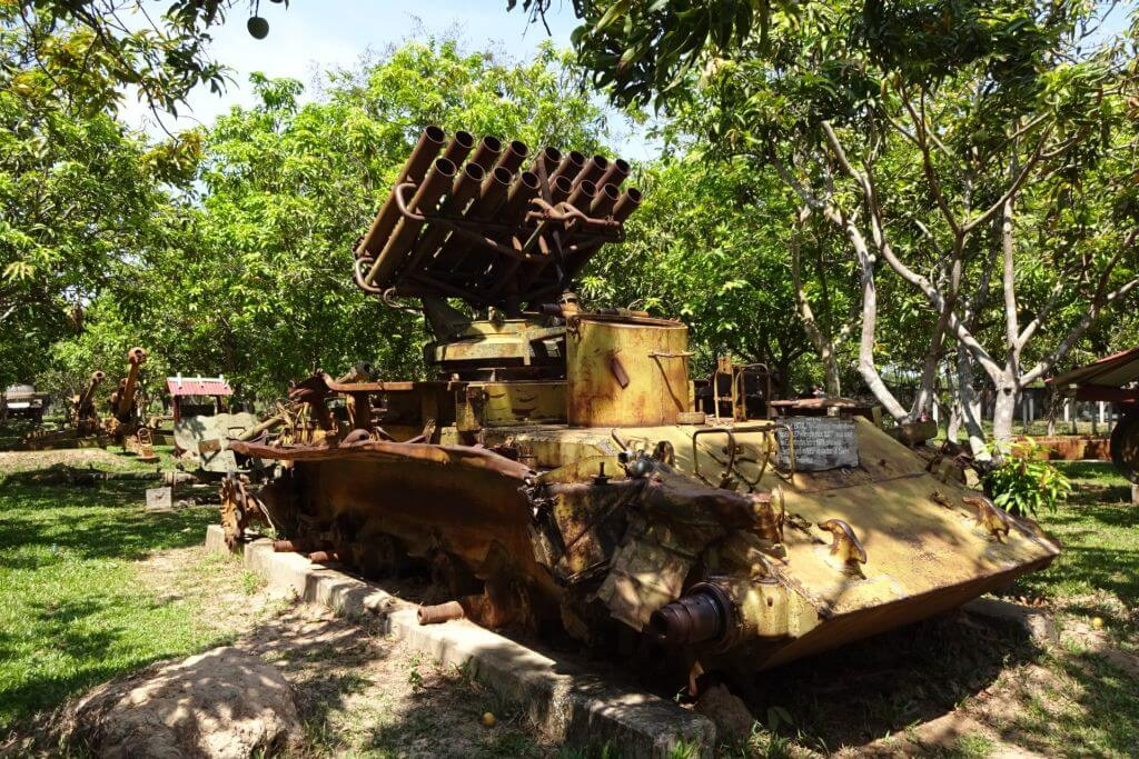 Raketenwerfer im Kriegsmuseum. Bilder und Eindrücke aus Kambodscha - Cambodia, Siem Reap, Angkor Wat, Sihanoukville und Phnom Penh.