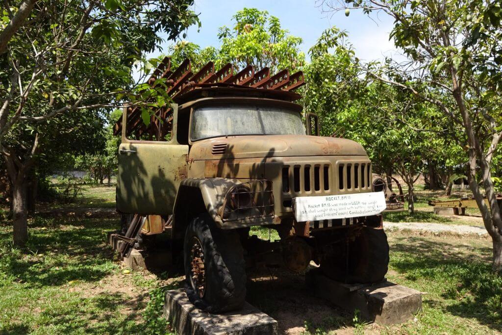 Stalinorgel im Kriegsmuseum. Bilder und Eindrücke aus Kambodscha - Cambodia, Siem Reap, Angkor Wat, Sihanoukville und Phnom Penh.