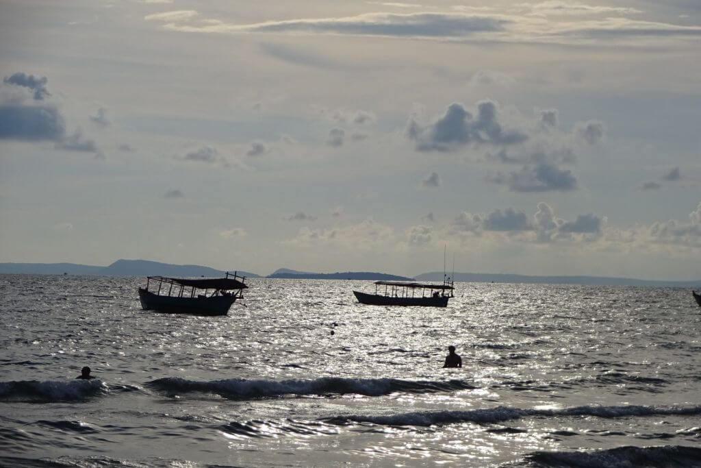 Boote auf dem Meer in Sihanoukville. Bilder und Eindrücke aus Kambodscha - Cambodia, Siem Reap, Angkor Wat, Sihanoukville und Phnom Penh.