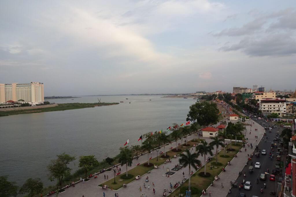 Uferpromenade in Phnom Penh. Bilder und Eindrücke aus Kambodscha - Cambodia, Siem Reap, Angkor Wat, Sihanoukville und Phnom Penh.